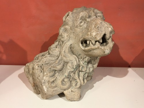 Carved stone Lion - Sculpture Style