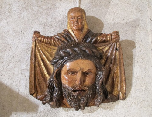 Wooden bas-relief of Ste Veronica holding her veil - Sculpture Style Middle age
