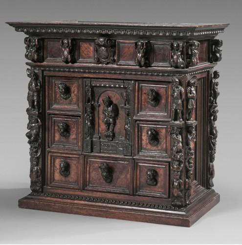 "Small italian cabinet called ""Stippo"" - Furniture Style Renaissance"