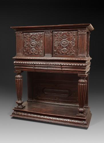 Renaissance walnut dresser - Furniture Style Renaissance