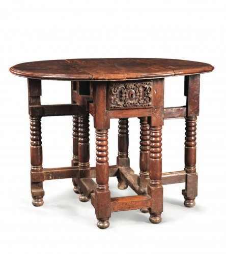 Furniture  - Small spanish drop-leaf table