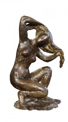 Naked woman crouching, hands in hair - Madeleine Tezenas du Montcel