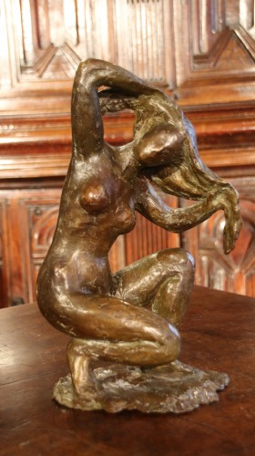 Naked woman crouching, hands in hair - Madeleine Tezenas du Montcel - Sculpture Style