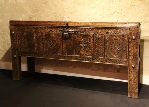 Hispanic and moorish chest - Furniture Style