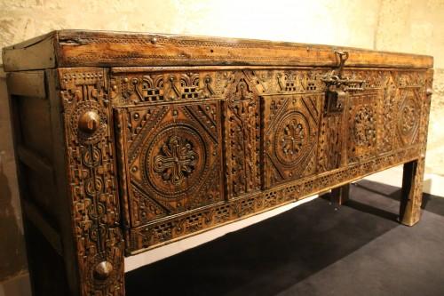 Antiquités - Hispanic and moorish chest