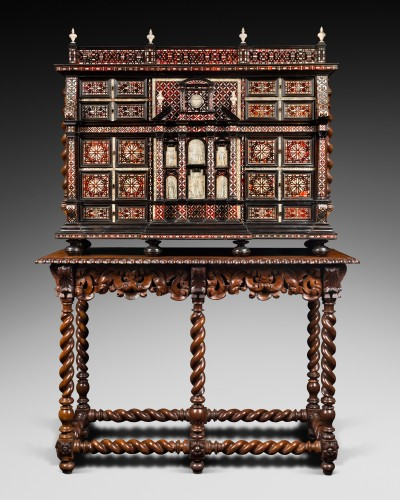 Furniture  - Exceptional red tortoiseshell cabinet with a mother-of-pearl decor