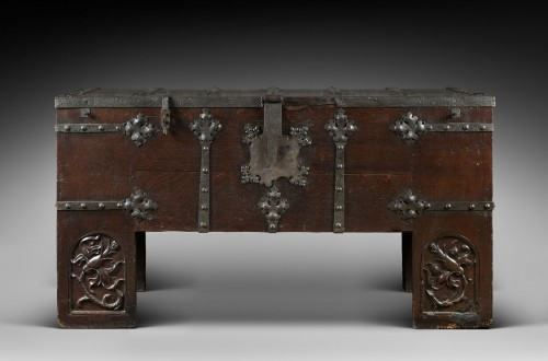 "Oak and iron German Gothic chest known as ""Stollentruhe"" - Furniture Style Middle age"