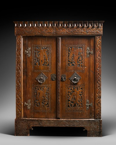 Exceptional German Gothic wardrobe - Furniture Style Middle age