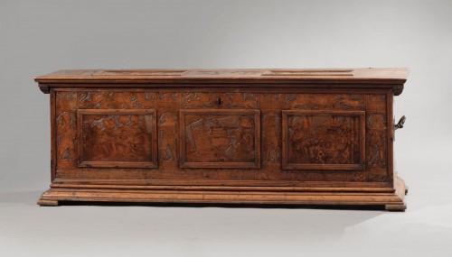 Walnut Renaissance Cassone with chivalrous scenes - Furniture Style Renaissance