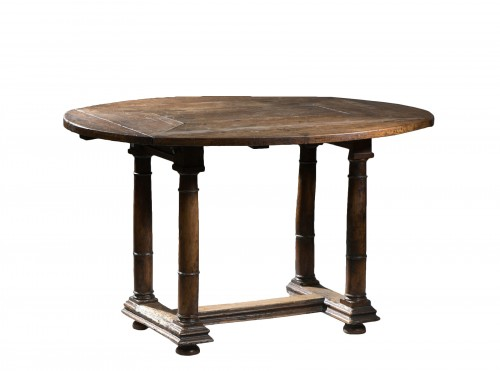 Walnut Oval leaf-table