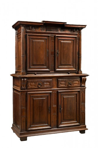Red walnut Renaissance two-bodies cabinet