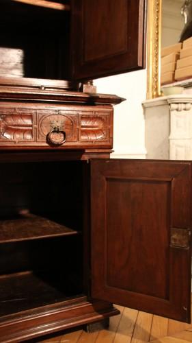 Antiquités - Red walnut Renaissance two-bodies cabinet