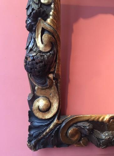 <= 16th century - Rare partly gilt carved wood frame