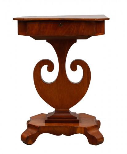 Small table Sweden carl-Johann period 1830 Acajou