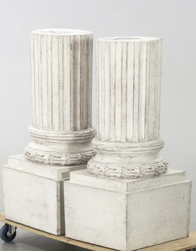 Pair of pedestal-columns. White Gustavian style  - Decorative Objects Style Restauration - Charles X