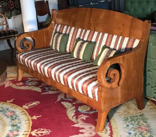 Russian Sofa light mahogany, circa 1840 - Seating Style Restauration - Charles X