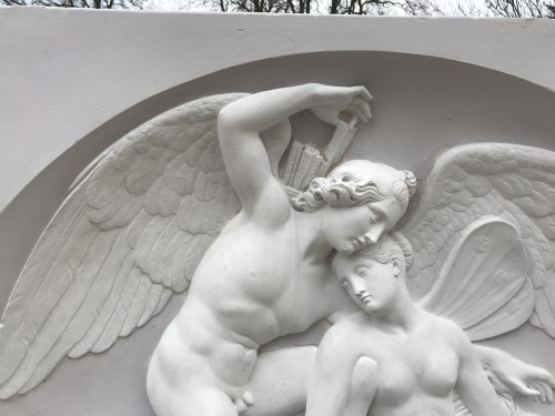 """Cupid and Psyché"" Large plaster relief after Thorvaldsen's marbre - Decorative Objects Style 50"
