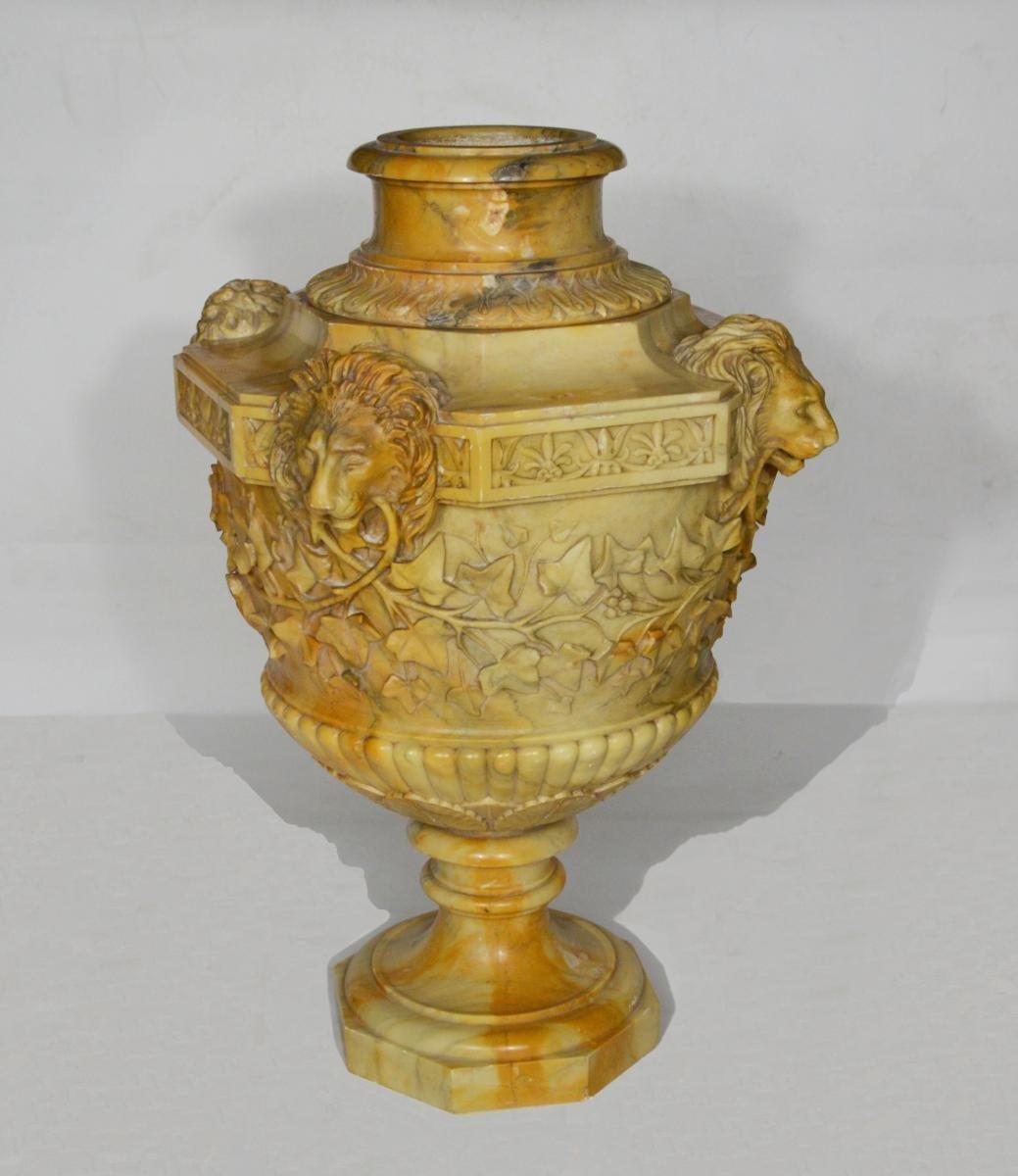 vase en marbre attribu benedetto boschetti xixe si cle. Black Bedroom Furniture Sets. Home Design Ideas