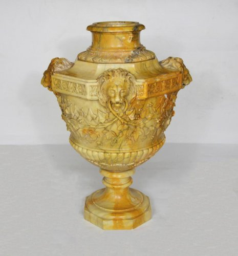 Decorative Objects  - Marble Vase Attributed to Benedetto Boschetti