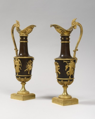 Pair of gilt bronze ewers, empire period, according to Claude Galle's model, by 1805. - Decorative Objects Style Empire