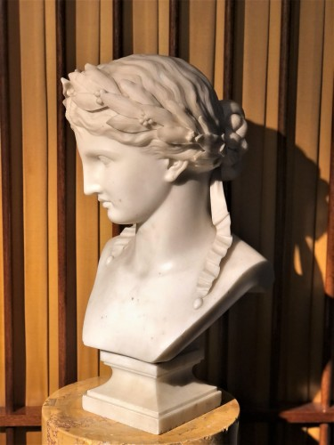 Bust of Fame - marble early 19th century   - Sculpture Style Empire