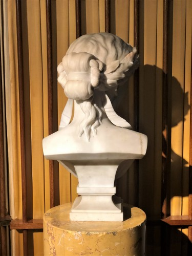 Bust of Fame - marble early 19th century   -