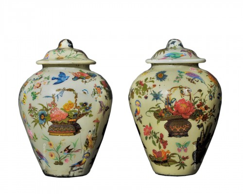 Pair of covered potiches with chinese decor - Early 19th Century