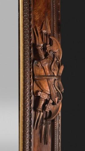 19th century - Pietro Giusti (1822-1878) - Walnut frame carved with military attributes