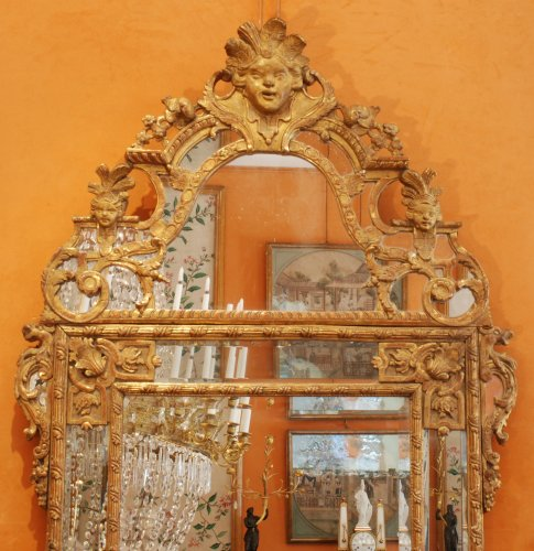 18th century - A Régence carved and giltwood mirror