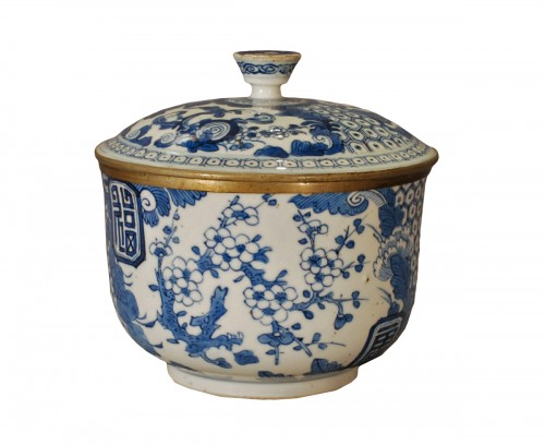 A bleu de Hué jar and cover 19th century