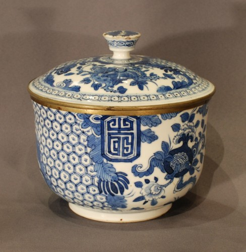 A bleu de Hué jar and cover 19th century -