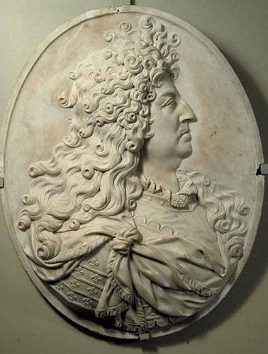 Antiquités - The Duchess of Burgundy marble medallion early 18th century