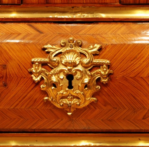 18th century - A French Kingwood and ormolu Louis XV commode