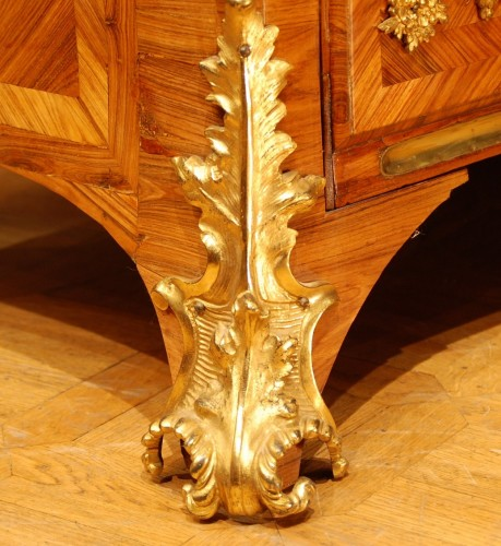 Louis XV - A French Kingwood and ormolu Louis XV commode