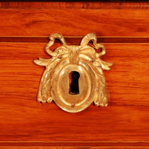 Antiquités - A french Transition tulipwood and ormolu commode