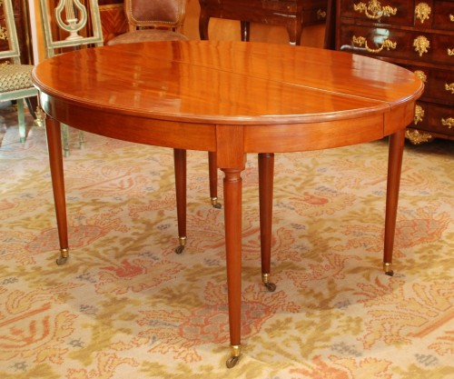 Large mahogany dining table - Furniture Style