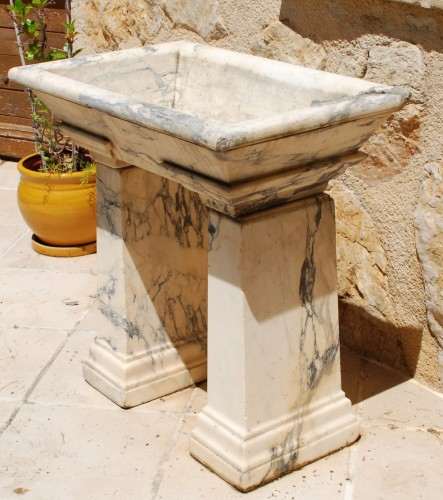 Architectural & Garden  - Neo-Classical marble basin Italy 18th century