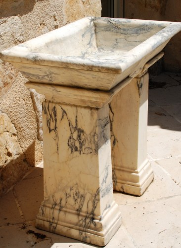Neo-Classical marble basin Italy 18th century -
