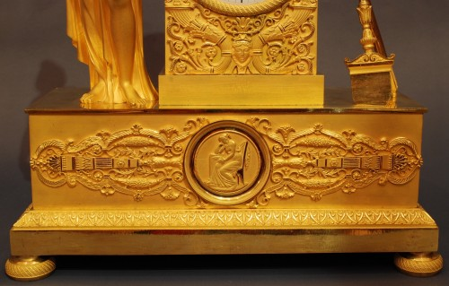 Flora. A french ormolu Empire period clock - Empire