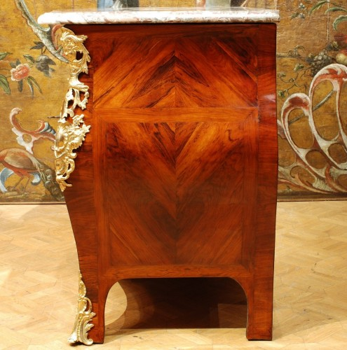 A french Louis XV commode stamped Lebesgue - Louis XV