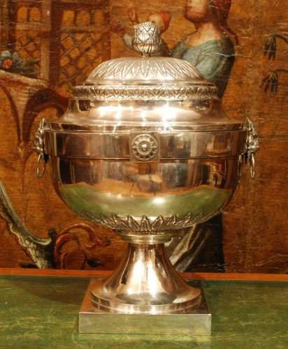 Large silver soup tureen 18th century - Antique Silver Style Louis XVI