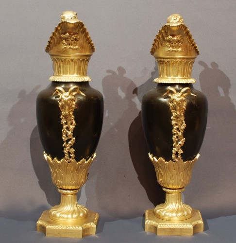 Decorative Objects  - Pair of gilt and patinated Ewers 19th century