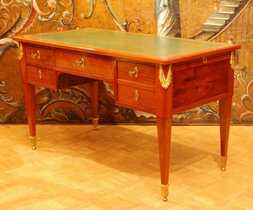 A french Louis XVI mahogany Bureau-plat 18th century - Furniture Style Louis XVI