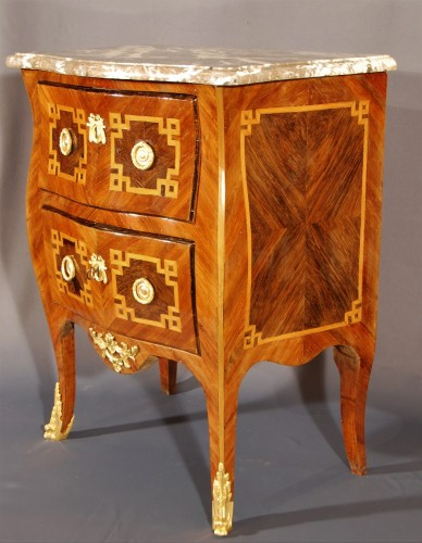 A small french Transition chest of drawers 18th century - Furniture Style Transition