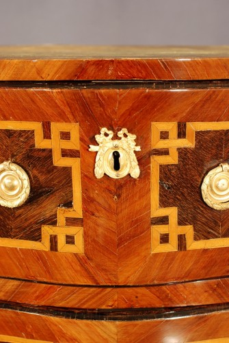 A small french Transition chest of drawers 18th century - Transition