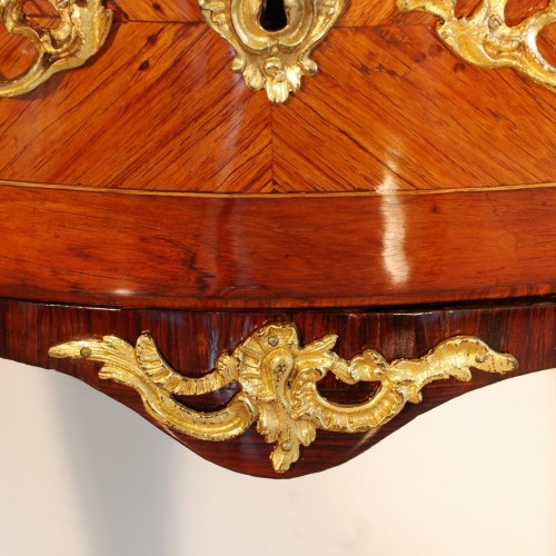 Louis XV - Small Louis XV commode stamped J.C. Ellaume 18th century