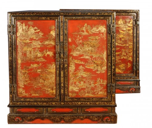 Pair of 19th century chinese  lacquer sideboards