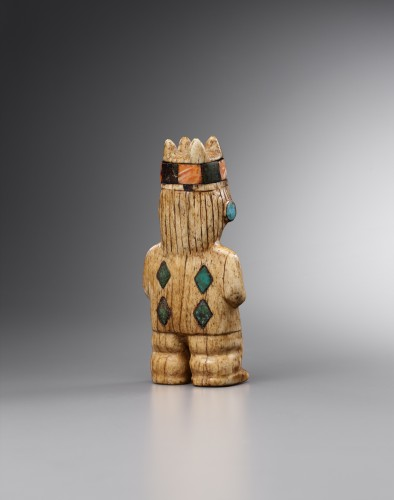 Lord holding in his hands a human head - Mochica - Ancient Art Style