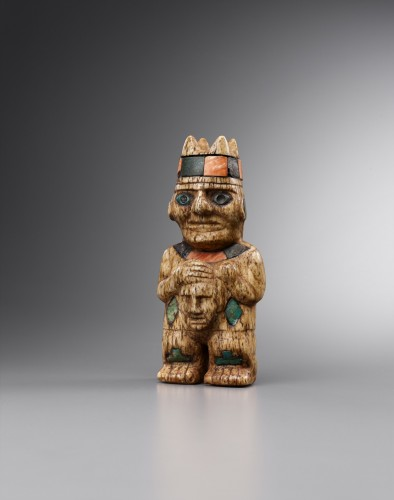 Ancient Art  - Lord holding in his hands a human head - Mochica