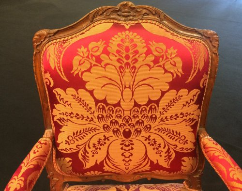Large French Regence period walnut armchair - Seating Style French Regence
